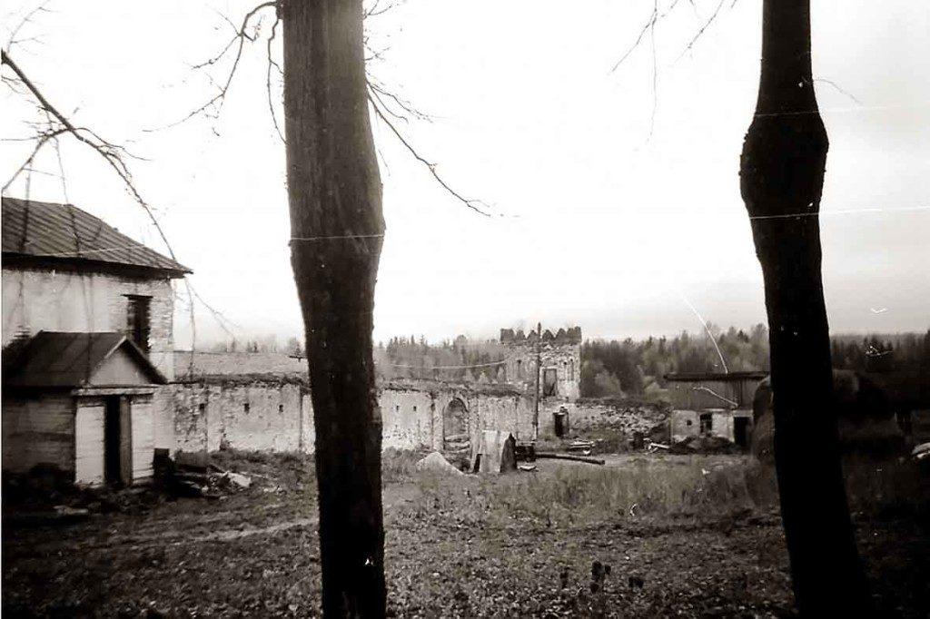 Странноприимный дом, 1987 г.